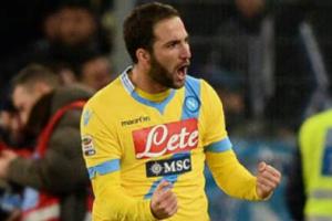 L'esultanza del Pipita in Lazio-Napoli 2-4