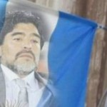 Bandiera dell'Argentina con Maradona