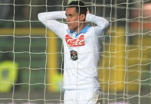 Callejon si dispera dopo il goal incredibilmente sbagliato a Bergamo