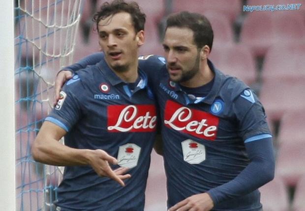 Napoli vince con Gabbiadini e Higuain