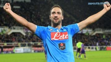 Higuain rinnova col Napoli fino al 2019