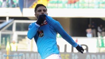 Verona Napoli 0-2, Insigne bacia la maglia