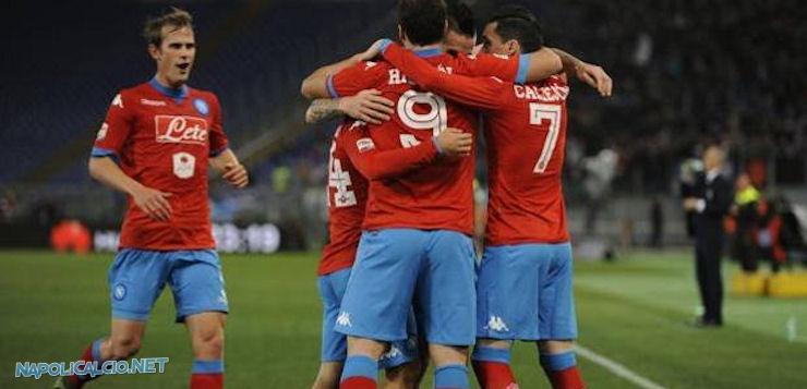 Lazio-Napoli 0-2: gli azzurri tengono la vetta con Higuain e Callejon
