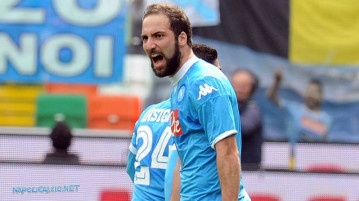 Higuain supera Cavani ad Udine