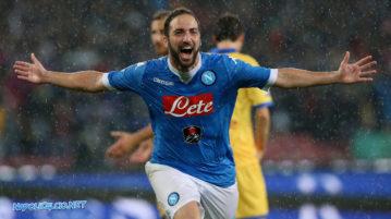 Napoli-Frosinone 4-0, Higuain fa meglio di Nordahl