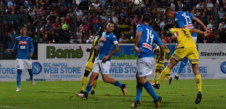 Napoli-Trento 7-0: azzurri già in palla, magia di Chiriches